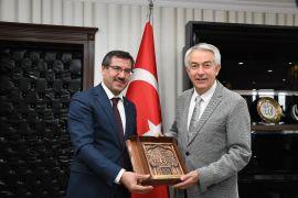 Başkan Başdeğirmen'nden ISUBÜ'nün gelişimi için birlik beraberlik mesajı