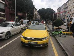 Bisiklet, ticari taksiye arkadan çarptı