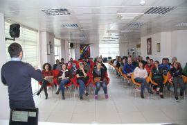 Gençlik Merkezi'nde eğitmen ve velilere madde bağımlılığı bilgilendirmesi