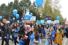 Isparta'da  Otizm Farkındalık Yürüyüşü