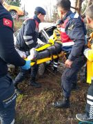 Otomobil takla atarak bahçeye uçtu, yaralı sürücü araçta sıkıştı