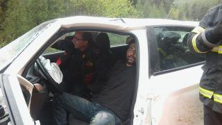 Yağışlı havada iki otomobil kafa kafaya çarpıştı: 2 yaralı