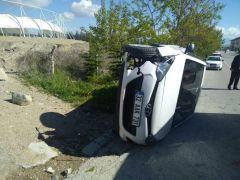 Isparta'da kontrolden çıkan otomobil yan yattı: 1 yaralı