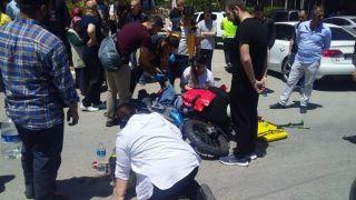 Otomobilin çarptığı motosikletteki 2 kişi yaralandı