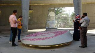 9. Cumhurbaşkanı Demirel'in Anıt Mezarı'na bayram tatilinde ziyaretçi akını