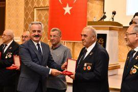 Isparta'da KKTC Gazileri için madalya tevcih töreni