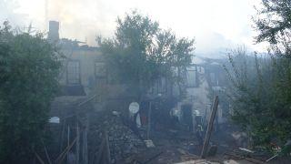 Isparta'daki ahşap evler cayır cayır yanıyor