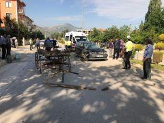 Otomobille at arabası çarpıştı: 1'i ağır 2 yaralı