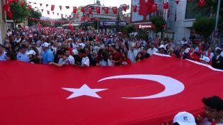 Isparta'da gül kokulu 'Demokrasi ve Milli Birlik Günü'