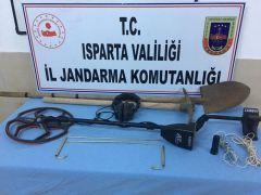 Isparta'da kaçak kazıya jandarma baskını: 3 gözaltı