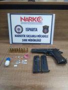 Isparta'daki uyuşturucu operasyonda silah ve uyuşturucu ele geçirildi