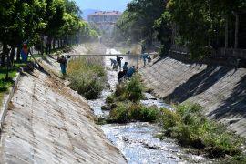 Isparta Belediyesinden kanal temizliği