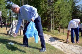 Vali, Belediye Başkanı ve çok sayıda vatandaştan çevre temizliği