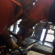 Ayağını demir banka sıkıştıran çocuğu itfaiye kurtardı