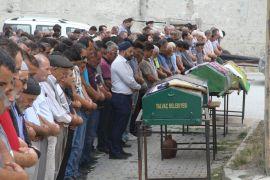 Damat dehşetinde katledilen 3 kişi son yolculuklarına uğurlandı
