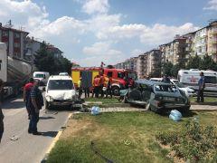 Isparta'da kaza yapan araçlar hurdaya döndü: 5 yaralı
