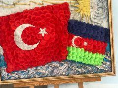 Isparta'da öğrenciler yiyeceklerden Türk Bayrağı sergisi