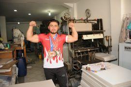 (Özel haber) Matbaada çalışarak Dünya Şampiyonası'na hazırlanıyor