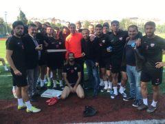 Isparta 32 Spor yöneticilerinden futbolculara deplasman öncesi tatlı ikramı