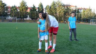Profesyonel futbolu bıraktı, anne şefkatiyle eğitmenliğe başladı