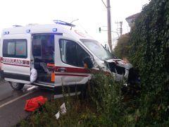 Isparta'da hasta taşıyan ambulans kaza yaptı: 4 yaralı