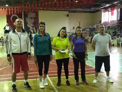 Isparta'da öğretmenler badmintonda yarıştı