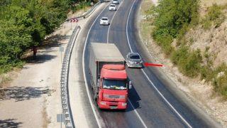 Isparta'da şerit ihlali yapan 53 sürücüye havadan ceza