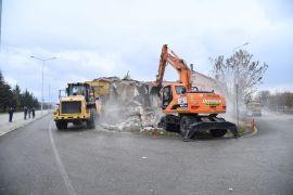 Isparta Belediyesi yol üzerinde kalan beşinci evi de yıktı