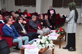 Isparta Belediyesinden anne-babalara 'Çocuklar sınırlara neden ihtiyaç duyar?' semineri