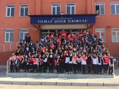 Miniklerden, Mehmetçik'e yürekleri ısıtan hediyeler