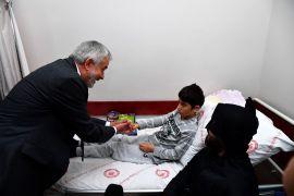 Başkan Başdeğirmen'den çocuk hastalara sürpriz ziyaret