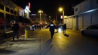 Eğlence mekanından çıkarıldığı iddia edilen şahıs silahla dehşet saçtı: 1'i ağır 4 yaralı