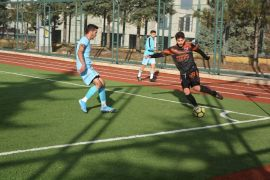 Isparta'da 4 kırmızı kartın çıktığı maçın galibi Emrespor oldu