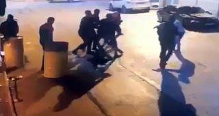 Isparta'da alkollü mekan önünde dört kişinin yaralandığı silahlı saldırı anı kamerada