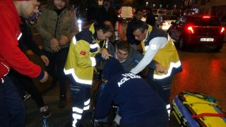 Isparta'da kargo minibüsü engelli aracına çarptı: 1 yaralı