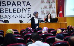 Isparta Belediyesi'nden çocuklarla iletişim ve beslenme semineri