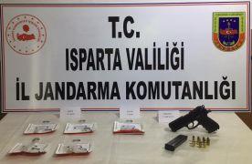 Jandarmanın yol kontrolünde uyuşturucu ve silah ele geçirildi