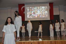 Liselilerden 'Kadına Şiddete Hayır' gösterisi