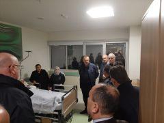 Milletvekili Özel'den midibüs kazasındaki yaralılara hastanede ziyaret