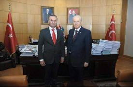 AK Parti'li Başkan ve MHP Üst Kurul Delegesinin bulunduğu araç takla attı: 3 yaralı