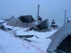 Eğirdir'de pazar yerinin çatısı kardan çöktü