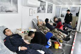 Isparta jandarmadan Kızılay'a kan bağışı