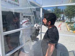Isparta'da berber ve kuaförlere Covid-19 testi yapılıyor