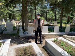 Isparta'da yaşlılar 4 saatlik izinde kabristanlık ziyareti yaptı