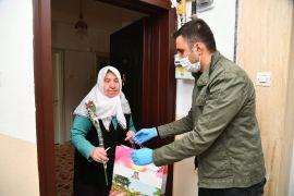 Isparta Belediyesi anneleri unutmadı