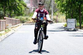 Engelli Mehmet için yolu asfaltlayıp engelleri kaldırdılar