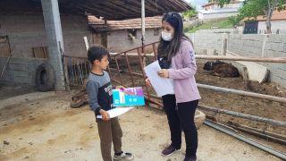 Isparta'da vefalı öğretmenler öğrencilerin evlerine kadar gidiyor