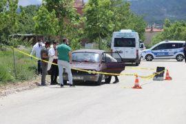 Otomobilde ölü olarak bulunan kişi ensesinden vurularak öldürülmüş
