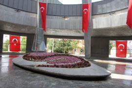 Türk siyasetinin babası, Babalar Günü'nde yalnız kaldı