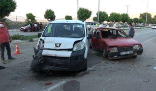 Isparta'da kontrolden çıkan otomobil karşı şeride geçti: 3 yaralı